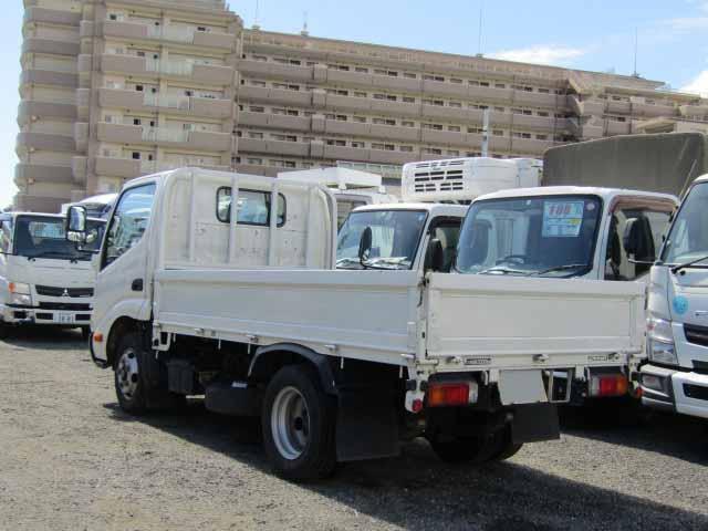 トヨタ ダイナ 小型 平ボディ TKG-XZC600 H27|トラック 右後画像 リトラス掲載