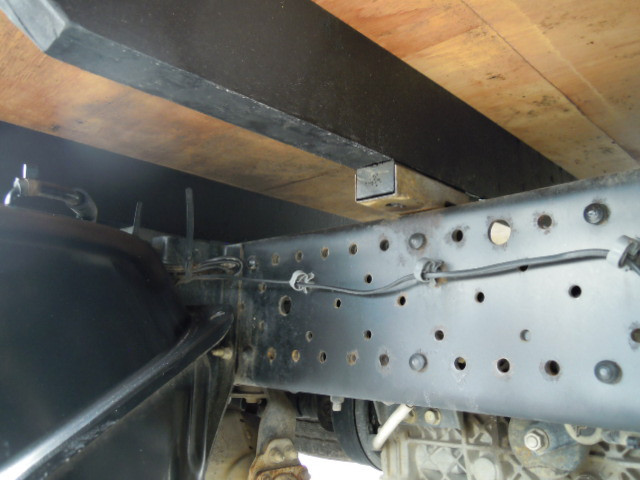 いすゞ エルフ 小型 平ボディ パワーゲート TRG-NJR85A|フロントガラス トラック 画像 トラック王国掲載