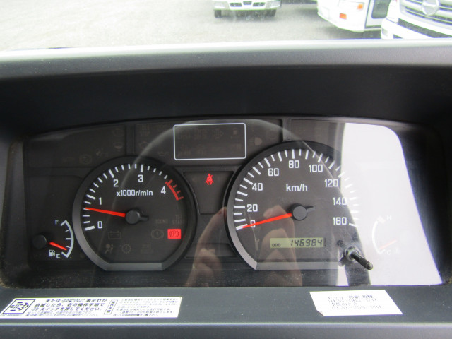 いすゞ エルフ 小型 平ボディ パワーゲート 床鉄板|運転席 トラック 画像 トラック王国掲載