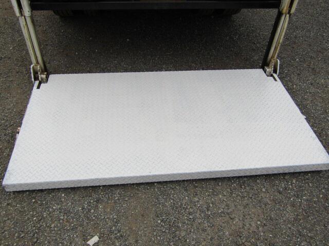いすゞ エルフ 小型 平ボディ パワーゲート 床鉄板|年式 H26 トラック 画像 トラックサミット掲載