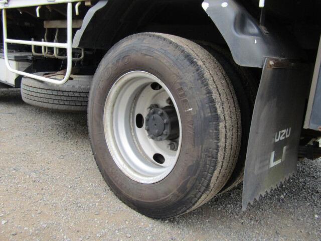 いすゞ エルフ 小型 平ボディ パワーゲート 床鉄板|シャーシ トラック 画像 キントラ掲載
