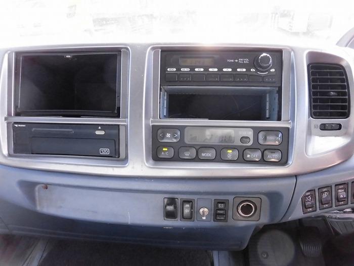 日野 レンジャー 中型 ウイング ベッド BDG-FD8JLWA|運転席 トラック 画像 トラック王国掲載