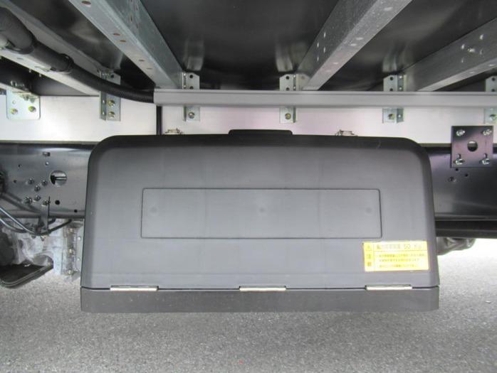 三菱 ファイター 中型 ウイング エアサス ベッド|年式 R2 トラック 画像 トラックサミット掲載