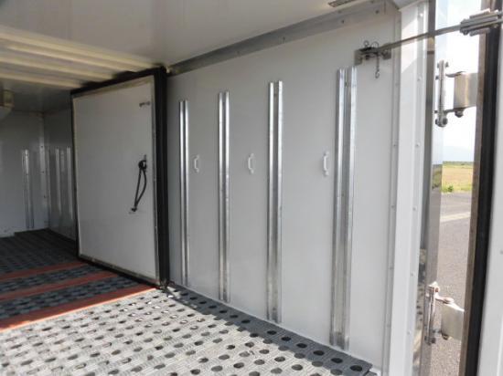 日野 デュトロ 小型 冷凍冷蔵 低温 スタンバイ|フロントガラス トラック 画像 トラック王国掲載