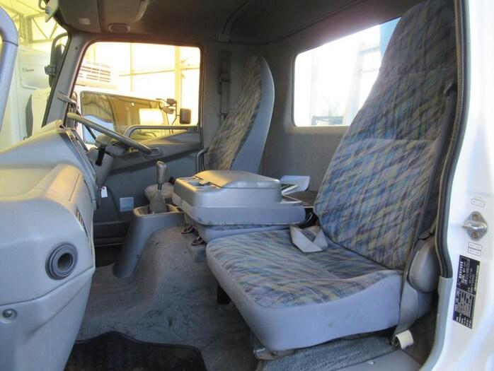 三菱 ファイター 中型 クレーン付 5段 ラジコン|運転席 トラック 画像 トラック王国掲載