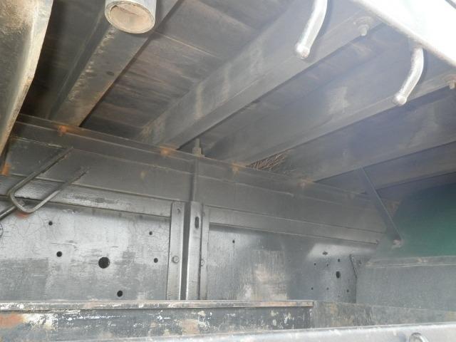 日産UD クオン 大型 平ボディ 床鉄板 エアサス|駆動方式 6x2 トラック 画像 リトラス掲載