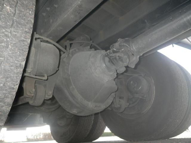 日産UD クオン 大型 平ボディ 床鉄板 エアサス|運転席 トラック 画像 トラック王国掲載