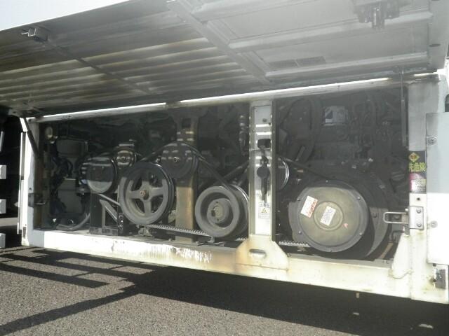 いすゞ ギガ 大型 冷凍冷蔵 冷凍ウイング 低温|運転席 トラック 画像 トラック王国掲載