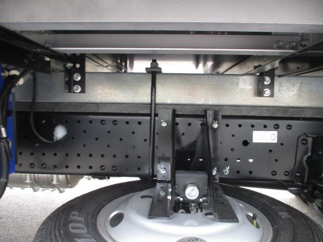 いすゞ エルフ 小型 冷凍冷蔵 低温 パワーゲート|荷台 床の状態 トラック 画像 トラックサミット掲載