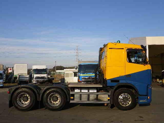 ボルボ トラック 大型 トラクタ 2デフ エアサス|トラック 右後画像 リトラス掲載