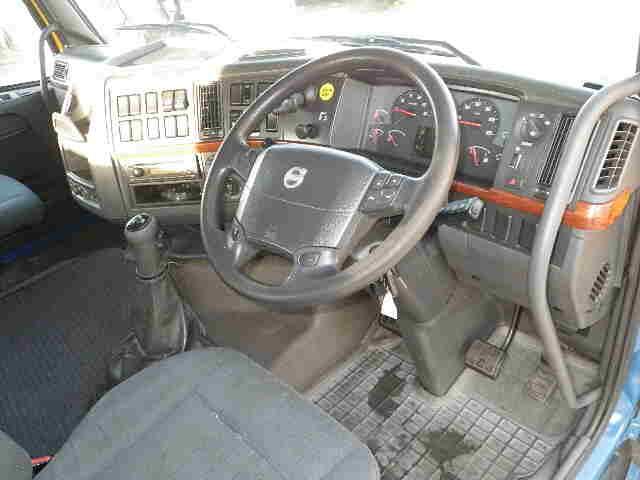 ボルボ トラック 大型 トラクタ 2デフ エアサス|荷台 床の状態 トラック 画像 トラックサミット掲載