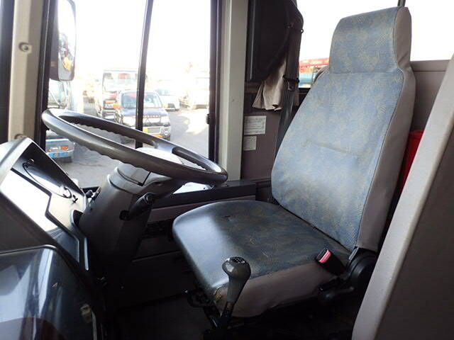 三菱 エアロミディ 中型 バス 観光バス KK-MJ26HF|荷台 床の状態 トラック 画像 トラックサミット掲載