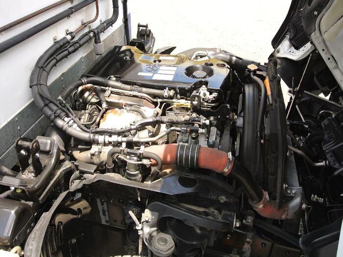 いすゞ エルフ 小型 冷凍冷蔵 低温 サイドドア|荷台 床の状態 トラック 画像 トラックサミット掲載