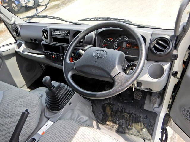 トヨタ ダイナ 小型 アルミバン センターローラー TKG-XZU605|運転席 トラック 画像 トラック王国掲載