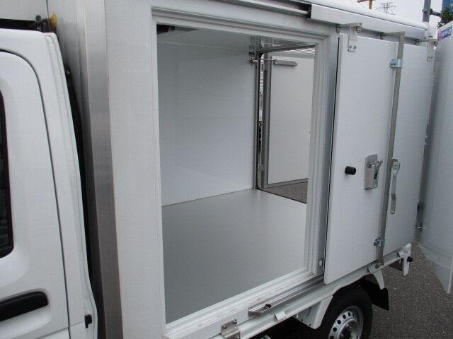 三菱 ミニキャブ 軽 冷凍冷蔵 中温 サイドドア 画像13