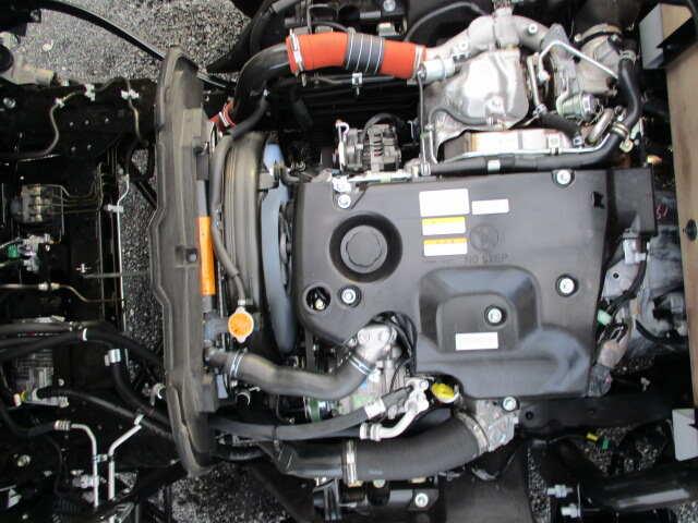いすゞ エルフ 小型 平ボディ TRG-NPR85AR H30|運転席 トラック 画像 トラック王国掲載