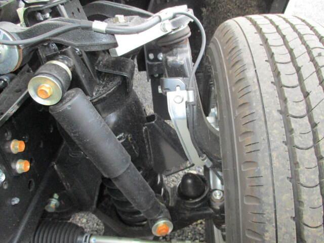 いすゞ エルフ 小型 平ボディ TRG-NPR85AR H30|荷台 床の状態 トラック 画像 トラックサミット掲載