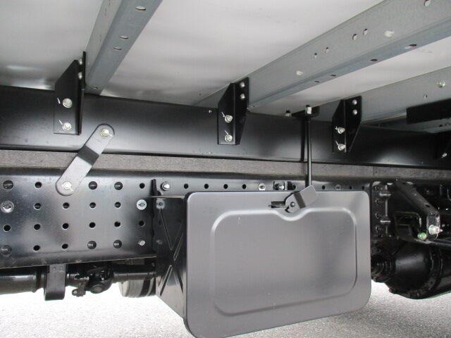 三菱 キャンター 小型 ウイング TPG-FEB80 H30|運転席 トラック 画像 トラック王国掲載