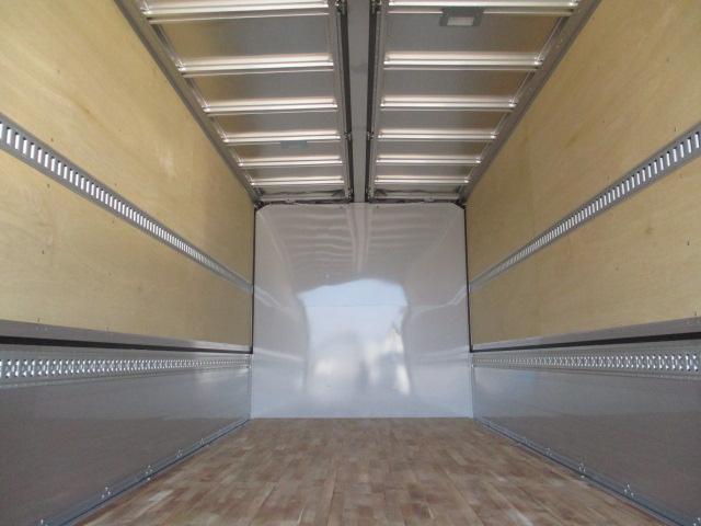 いすゞ フォワード 中型 ウイング エアサス ベッド|トラック 背面・荷台画像 トラック市掲載