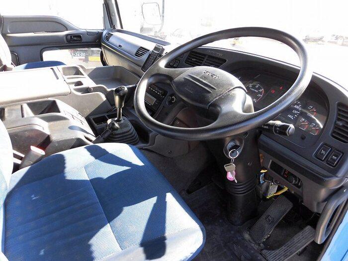 いすゞ ギガ 大型 ウイング エアサス ベッド|年式 H26 トラック 画像 トラックサミット掲載