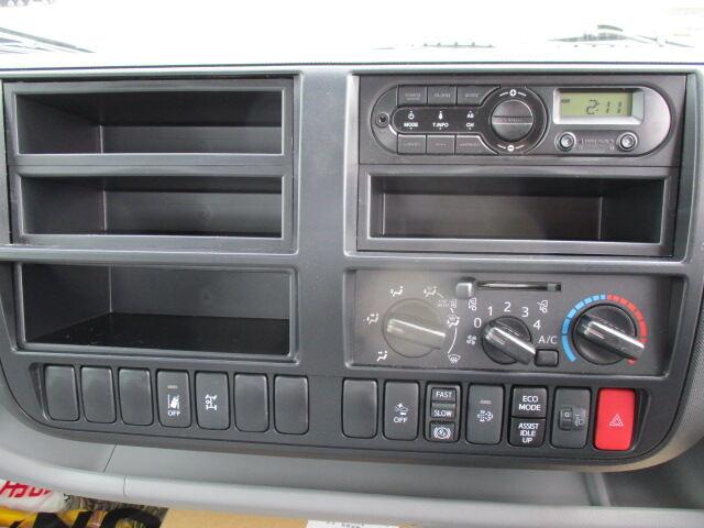 日野 デュトロ 小型 クレーン付 4段 ラジコン|運転席 トラック 画像 トラック王国掲載