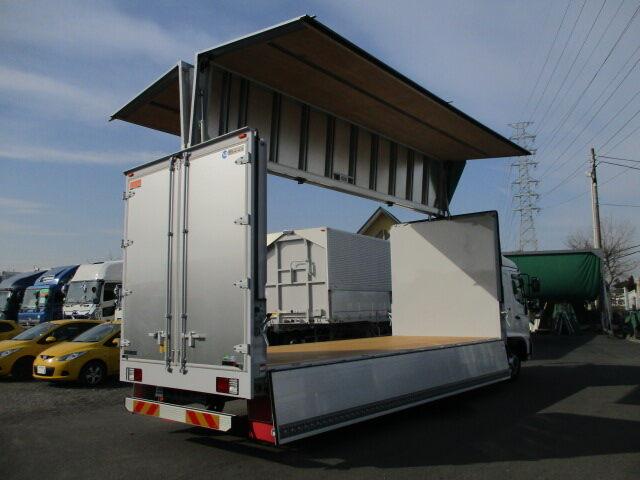 日野 レンジャー 中型 ウイング エアサス ベッド|フロントガラス トラック 画像 トラック王国掲載