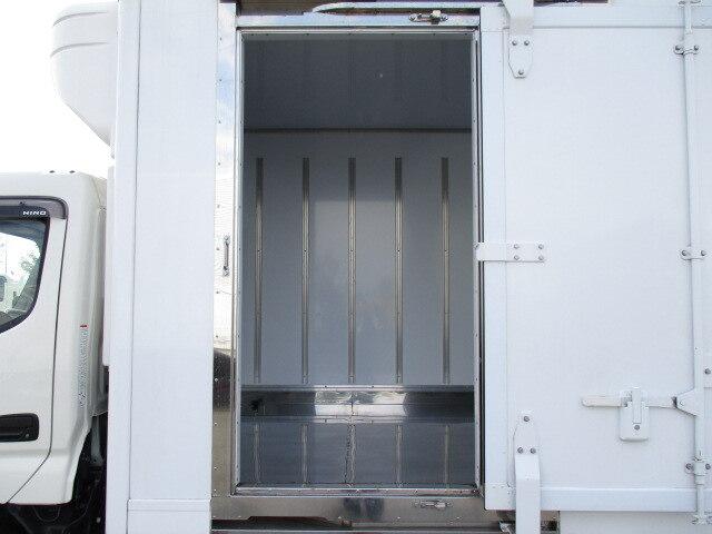 日野 デュトロ 小型 冷凍冷蔵 低温 スタンバイ|架装 東プレ トラック 画像 トラックバンク掲載