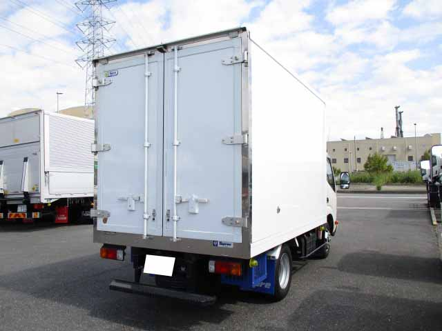 日野 デュトロ 小型 冷凍冷蔵 低温 スタンバイ|トラック 右後画像 リトラス掲載