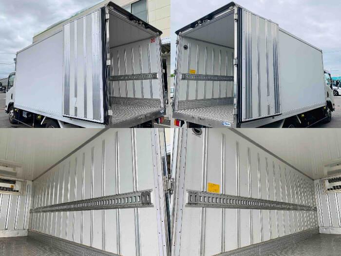 いすゞ エルフ 小型 冷凍冷蔵 低温 床アルミ|運転席 トラック 画像 トラック王国掲載