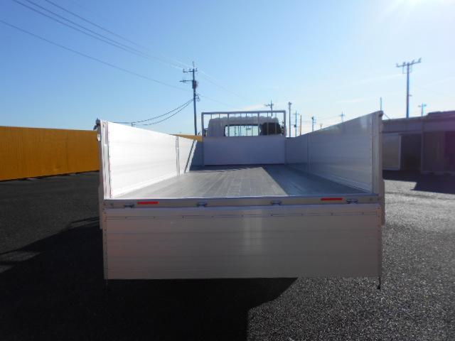 三菱 ファイター 中型 平ボディ 床鉄板 アルミブロック|駆動方式 4x2 トラック 画像 リトラス掲載