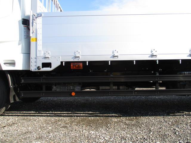 三菱 ファイター 中型 平ボディ アルミブロック ベッド|フロントガラス トラック 画像 トラック王国掲載