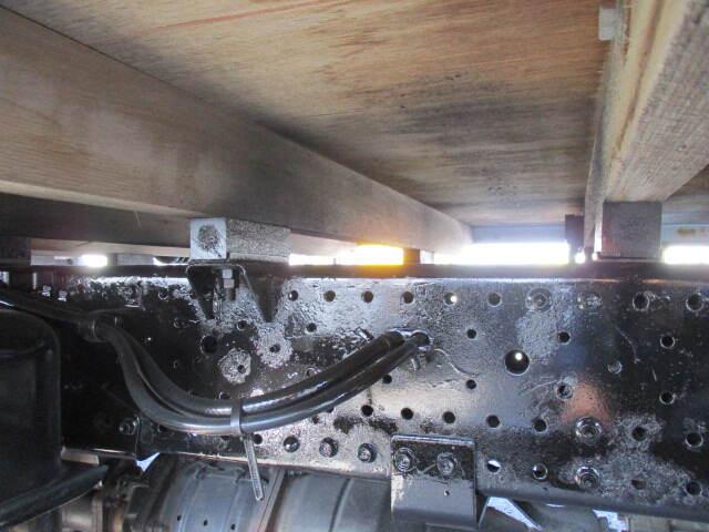 いすゞ エルフ 小型 平ボディ パワーゲート SKG-NNR85AR|コーションプレート トラック 画像 リトラス掲載