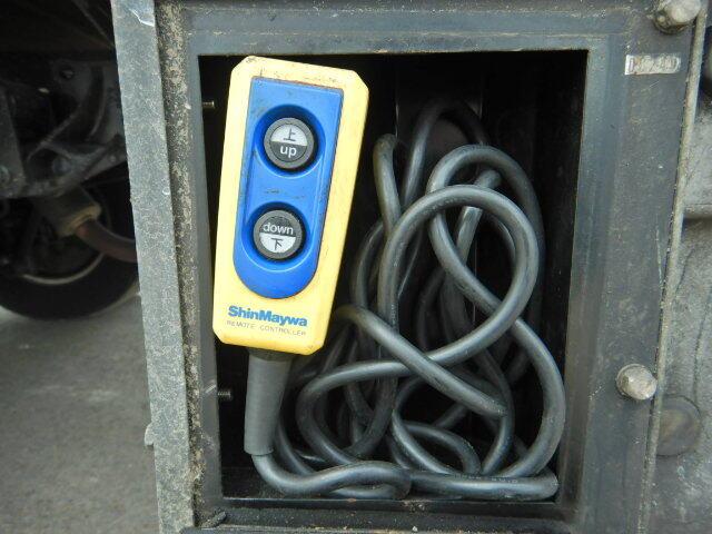 マツダ タイタン 小型 平ボディ パワーゲート 床鉄板|エンジン トラック 画像 トラスキー掲載