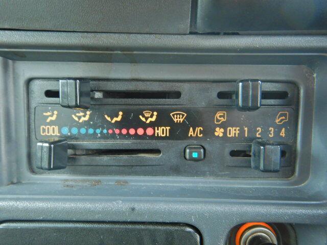 いすゞ エルフ 小型 平ボディ パワーゲート 床鉄板|型式 PB-NKR81A トラック 画像 栗山自動車掲載