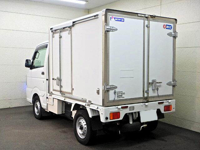 日産 クリッパー 軽 冷凍冷蔵 低温 サイドドア|トラック 右後画像 リトラス掲載