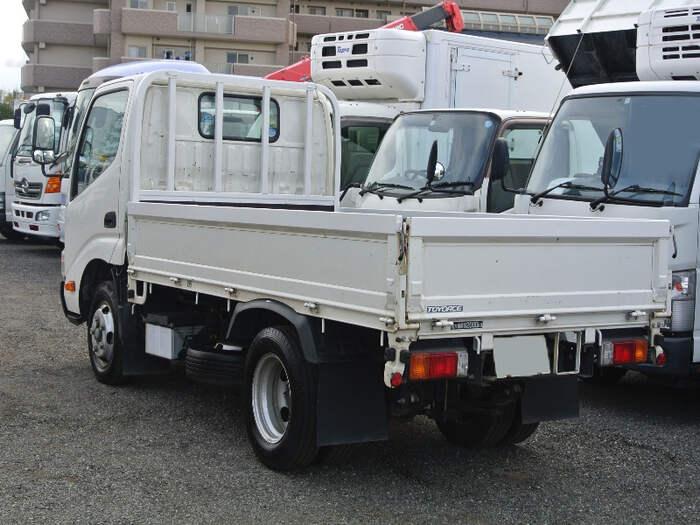 トヨタ トヨエース 小型 平ボディ TKG-XZU605 H28|トラック 右後画像 リトラス掲載