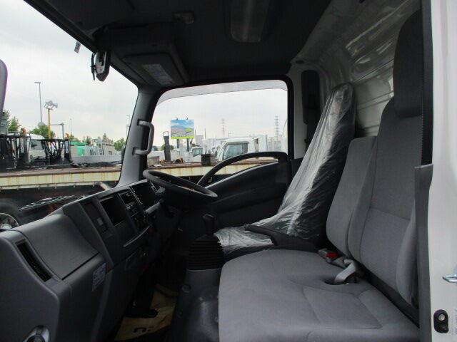 いすゞ エルフ 小型 ウイング TRG-NMR85AN H29|運転席 トラック 画像 トラック王国掲載
