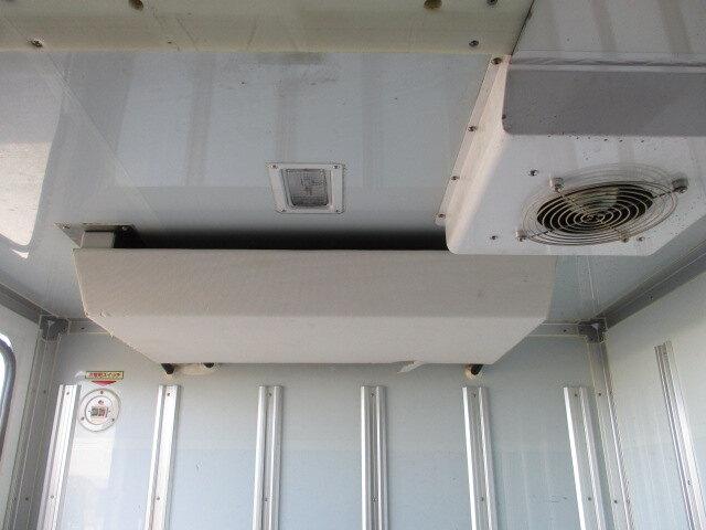 いすゞ エルフ 小型 冷凍冷蔵 低温 2室 エンジン トラック 画像 トラスキー掲載