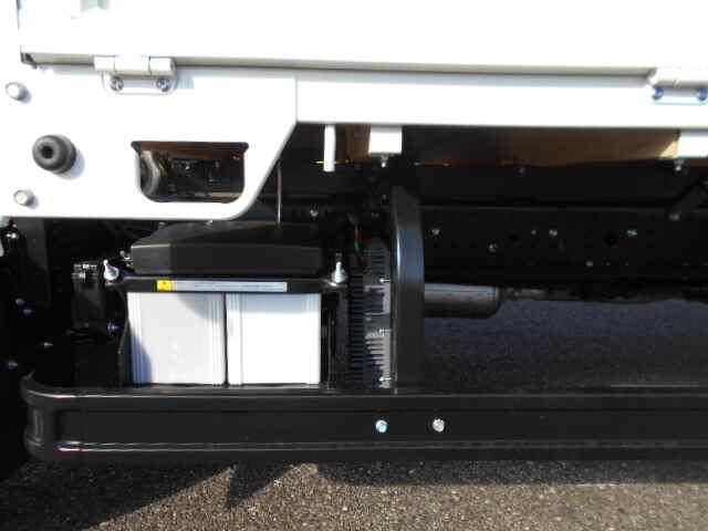 三菱 キャンター 小型 平ボディ パワーゲート 2PG-FEB80|フロントガラス トラック 画像 トラック王国掲載