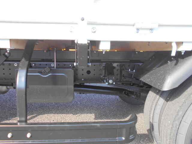 三菱 キャンター 小型 平ボディ パワーゲート 2PG-FEB80|運転席 トラック 画像 トラック王国掲載