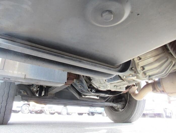 日産UD クオン 大型 ウイング エアサス ジョルダー|フロントガラス トラック 画像 トラック王国掲載