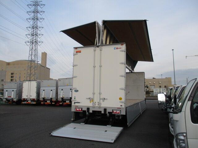 日野 プロフィア 大型 ウイング パワーゲート ハイルーフ|トラック 右後画像 リトラス掲載