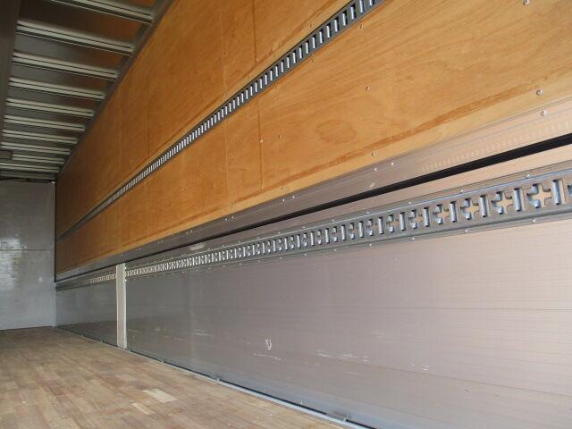 日野 プロフィア 大型 ウイング パワーゲート ハイルーフ|駆動方式 8x4 トラック 画像 リトラス掲載