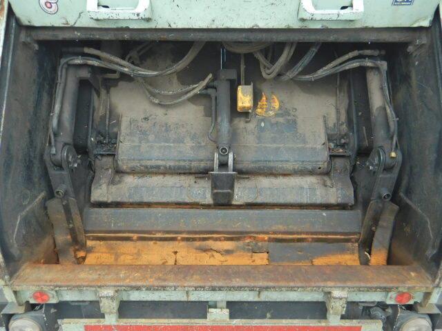 いすゞ エルフ 小型 パッカー車 プレス式 BKG-NMR85N|運転席 トラック 画像 トラック王国掲載