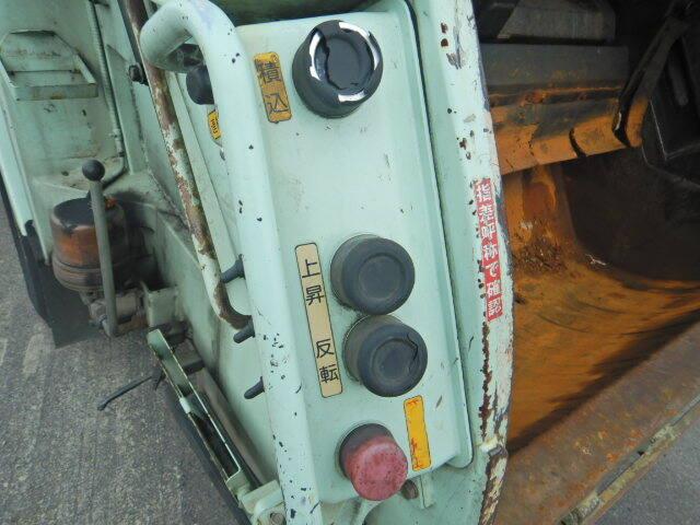 いすゞ エルフ 小型 パッカー車 プレス式 BKG-NMR85N|フロントガラス トラック 画像 トラック王国掲載