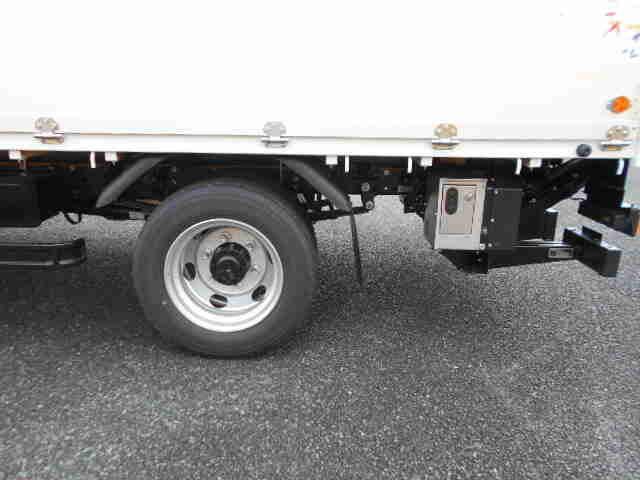 三菱 キャンター 小型 平ボディ パワーゲート アルミブロック|荷台 床の状態 トラック 画像 トラックサミット掲載