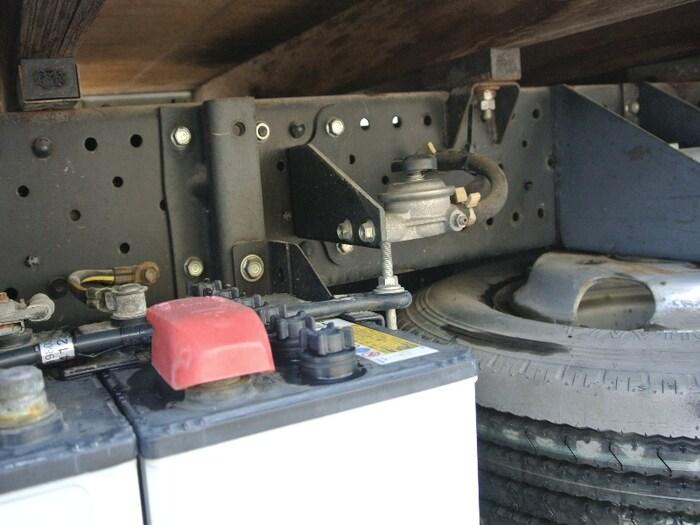 いすゞ エルフ 小型 平ボディ BKG-NJR85A H20 運転席 トラック 画像 トラック王国掲載