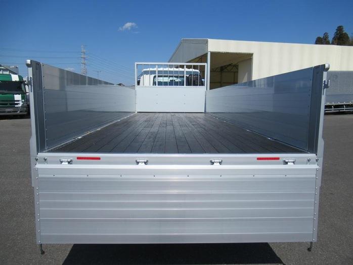 三菱 ファイター 中型 平ボディ アルミブロック ベッド|駆動方式 4x2 トラック 画像 リトラス掲載