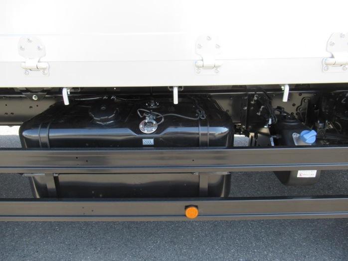 三菱 ファイター 中型 平ボディ アルミブロック ベッド|運転席 トラック 画像 トラック王国掲載