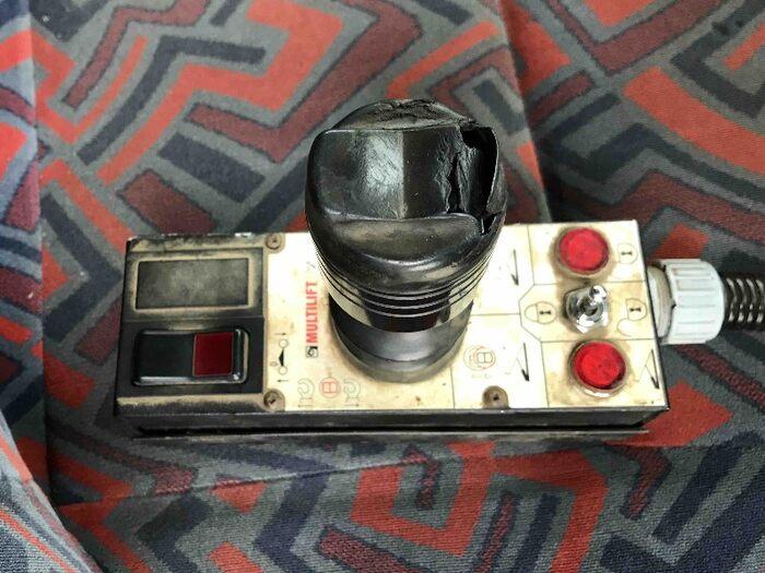 いすゞ ギガ 大型 アームロール コンテナ付き ツインホイスト|運転席 トラック 画像 トラック王国掲載